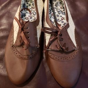 Shoes - Size 10 Brown and Cream Lace Flats